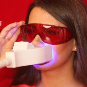 Comfort brille til brug ved tandblegning